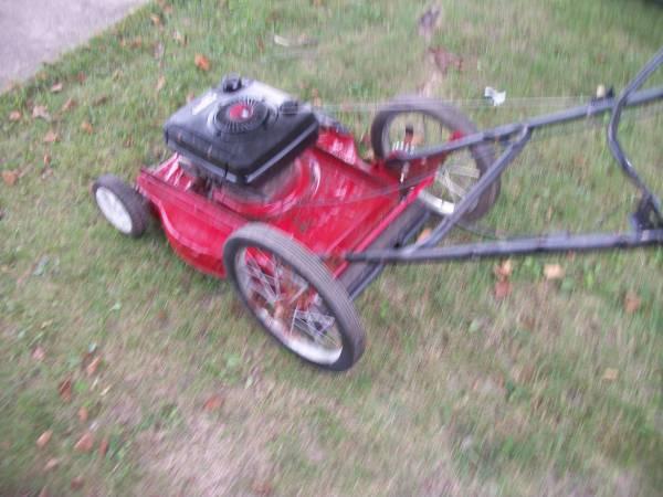 Photo Murray 22quot Big Wheel Push Mower Runs Great - $35 (Greenfield)