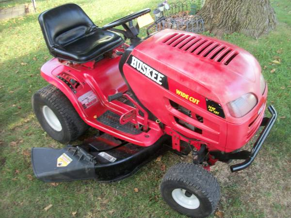 Photo Nice Huskee Riding Mower 20 H.P. V-TwinPedal Drive Runs Great - $375 (Greenfield)