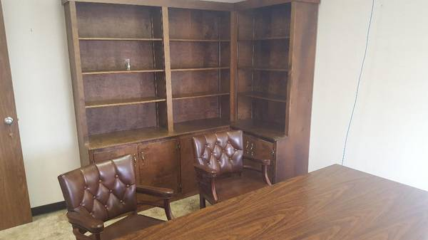 Photo OFFICE DESK W BOOKCASE AND TWO LEATHER CHAIRS - $400 (Martinsville)