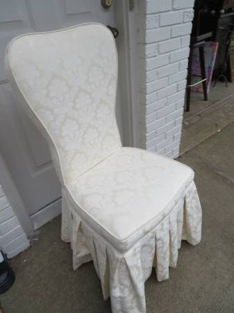 Photo OFF WHITE VANITY CHAIR CAN ALSO BE USED AS DINING CHAIR - $30 (CARMEL)