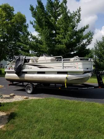 Photo Priced To Sell....2004 Bass Buggy 18 DLX Pontoon - $5,000 (Beech Grove)