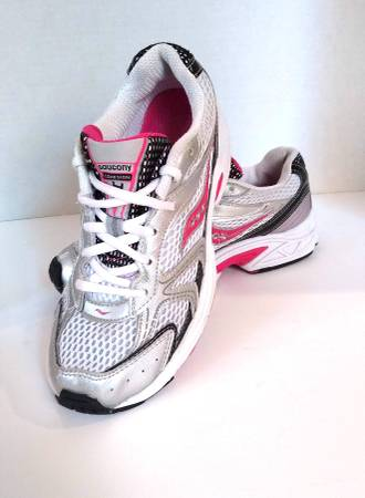 Photo Saucony Running Shoes sz 4.5 - $20 (Southport areaSouth IndyNorth Greenwood)