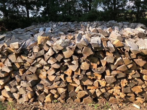 Photo Seasoned Oak Firewood - $70 (Greenwood Whiteland Franklin Indy Shelbyville Edinburgh)
