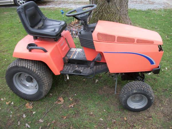 Photo Simplicity Garden Tractor Hydraulic Deck Lift Pedal Drive Runs A-1 - $300 (Greenfield)