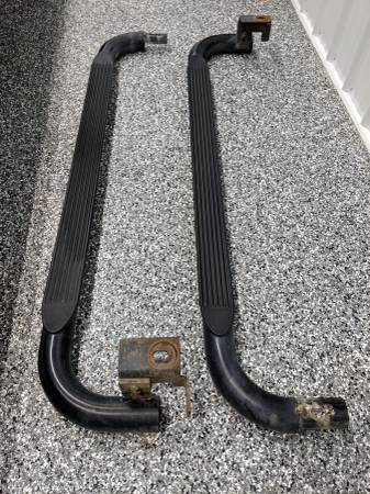 Photo Step Bars Chevy S10 Nerf Running Boards BLACK - $100 (Salem, IN)