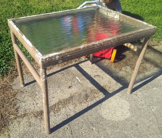 Photo Sturdy Aluminum Patio Coffee Table with Glass Top - $10 (Indianapolis downtown)