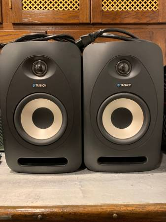 Photo Tannoy Reveal 502 Studio Monitors - $225