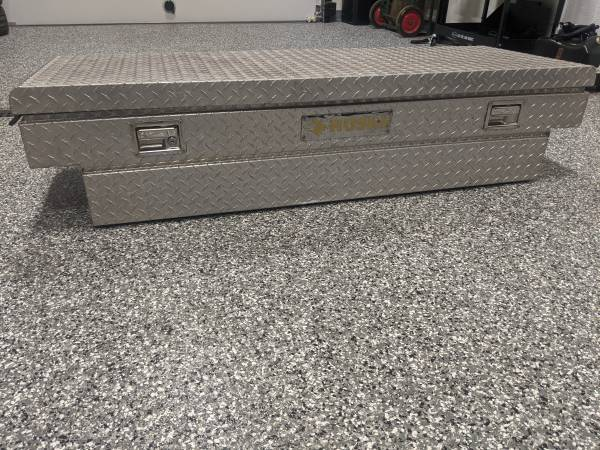 Photo Toolbox Truck Bed Husky S10 Ranger ZR2 Bed Box - $125 (Salem, IN)