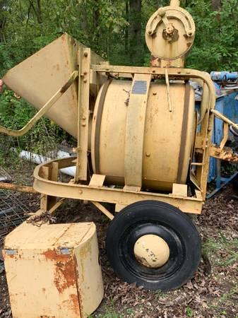 Photo Towable Concrete Mixer - $550 (West Lafayette)