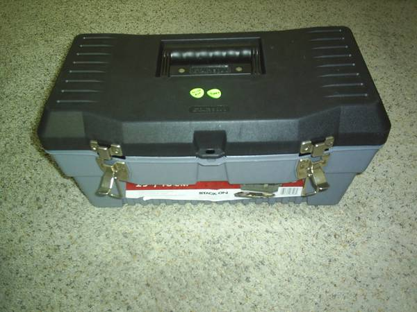 Photo USED 19quot TOOL BOX WITH ASSORTED TOOLS - $35 (WESTFIELD)
