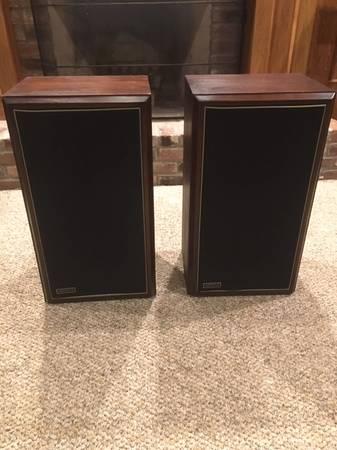 Photo Vintage Large Advent Speakers - $325 (NE Indy)
