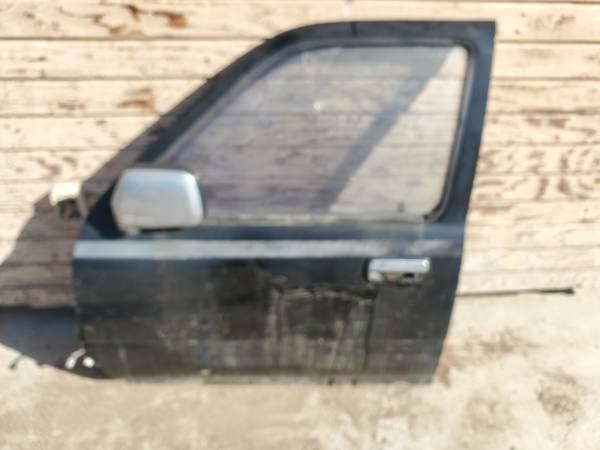 Photo 1989 TOYOTA 4 RUNNER DRIVERS SIDE DOOR - $50 (Bloomington)