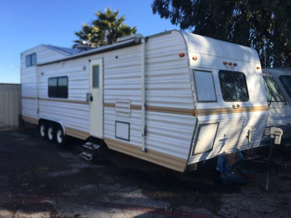Photo 1998 TOY BOX TOY HAULER-GREAT DEAL - $3000 (MORENO VALLEY)