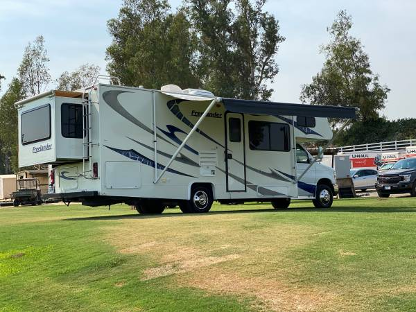 Photo 1owner 2009 Freelande by coachman 27ft ford f450 39k miles 2sildeout - $39,500 (Corona like brand new)