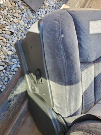 Photo 2000-2007 silverado sierra dark gray front seats - $500 (hesperia)