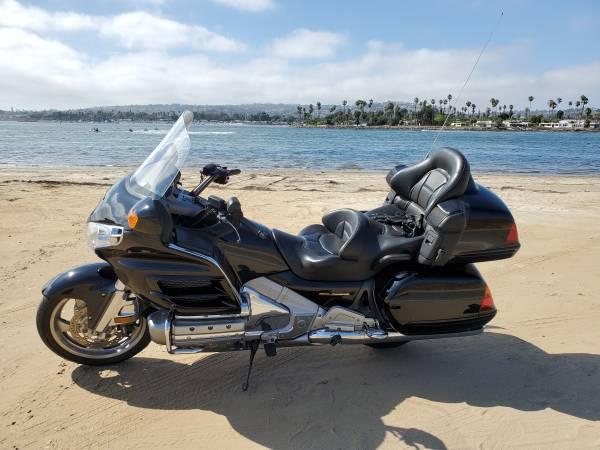 Photo 2002 Honda Goldwing, Low miles - $6,800 (Beaumont)