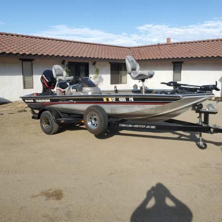 Photo 2002 bass tracker pro 175.new - $8,900 (riverside)