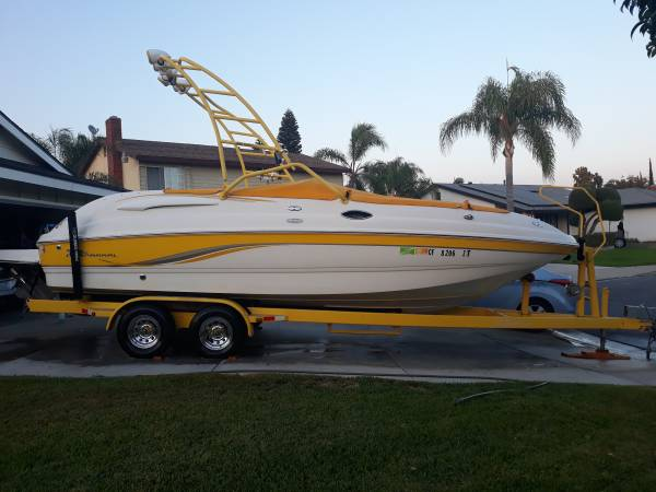 Photo 2004 CHAPARRAL SUNESTA 252 ONLY 65 HOURS BEAUTIFUL BOAT - $39,500 (ONTARIO)
