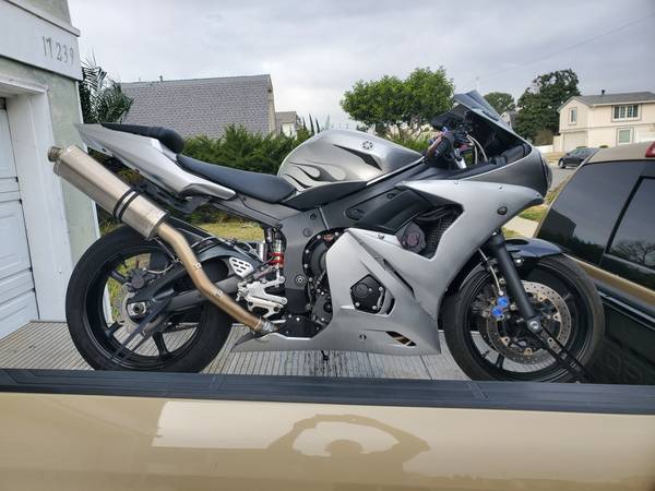 Photo 2004 Yamaha YZF-R6 fuel injected 600 DECKED WITH EXTRAS SEE PICS Nice - $4,000 (Lake Elsinore Ortega and hwy 74)