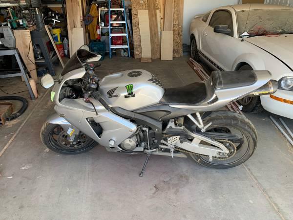 Photo 2005 Honda CBR600RR - $4,500 (Apple Valley, CA)