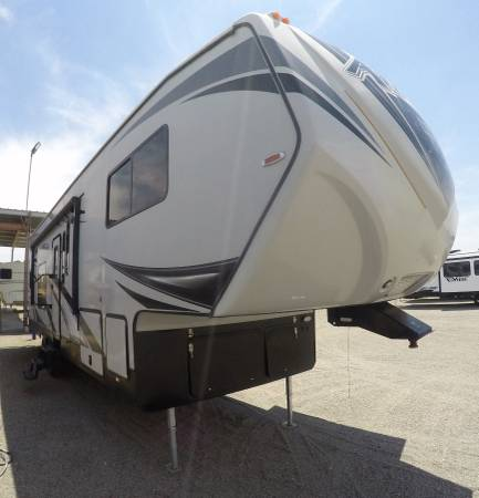 Photo 2017 Eclipse Attitude 5th wheel toy hauler Solar 2 ACs 2 Slides ADLR (South West RVGUY  Dont be afraid and Call now..)