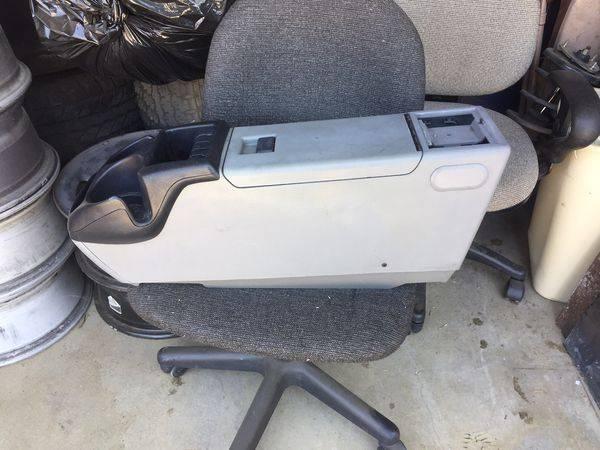 Photo (22) 1989 to 1992 Ford Ranger center console - $90 (MORENO VALLEY)
