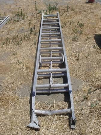Photo 24 foot aluminum extension ladder - $85 (HEMET)