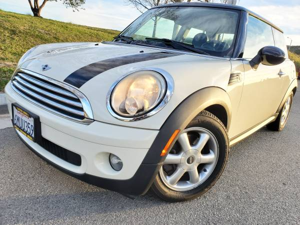 Photo AWESOME 2010 MINI COOPER HARDTOP CLEAN TITLE SMOG DONE LOW MILES CARFAX INCL - $5350 (North End Of San Bernardino)