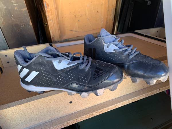 Photo Adidas Baseball cleats excellent condition size 5 - $15 (Highland)