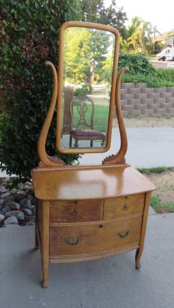 Photo Antique Shaving Wash Dresser w Swivel Mirror and drawers Furniture - $150 (Norco)