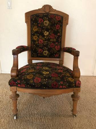 Photo Antique Upholstered Chair (Spring Valley Lake)