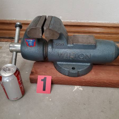 Photo Bench vise - $425 (Apple valley)
