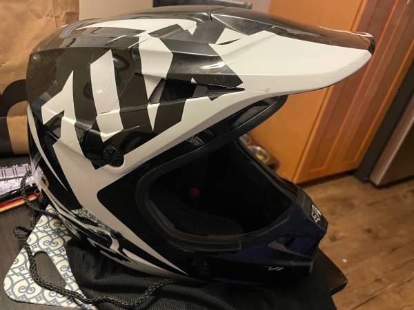 Photo Dirt bike Helmet Black and white custom coloring Fox Riding Helmet - $139 (chino hills grand ramona 60 fwy)