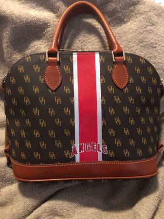 Photo Dooney And Bourke Angels Purse - $200 (Moreno Valley)