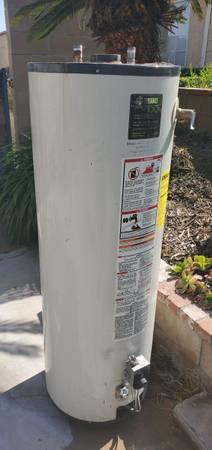 Photo FREE Metal Scrap water heater and mini fridge (Riverside)