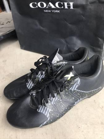Photo Football Cleats Adidas - $20 (Menifee)