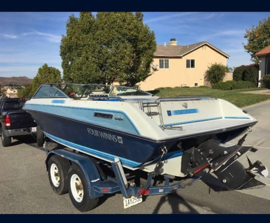 Photo Four Winns 20 Boat - $6,500 (Corona)