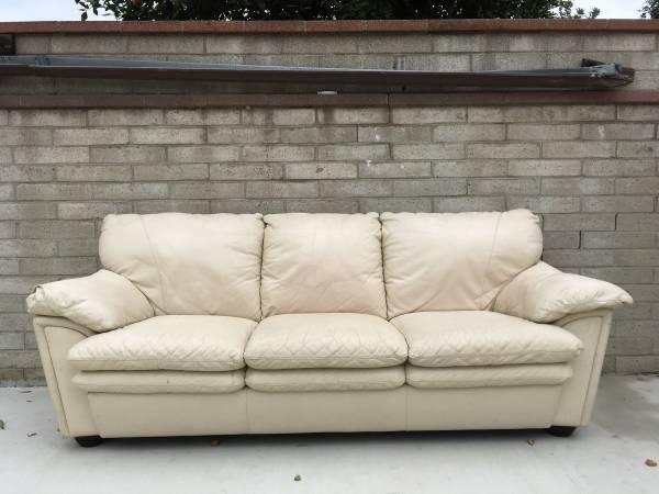 Photo Free White Leather Sofa (Riverside)