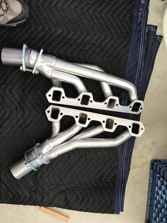 Photo Hedman Hedders Small block Ford. - $325 (Apple Valley)
