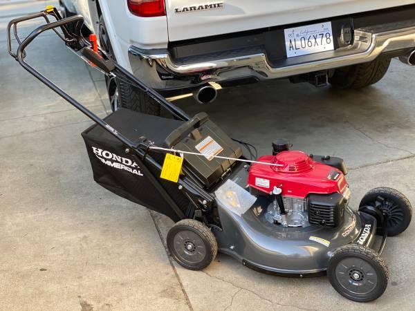 Photo Honda commercial lawnmower new - $1,100 (San Bernardino)