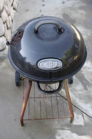 Photo KINGSFORD BBQ GRILL - $10 (REDLANDS)