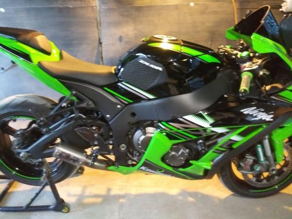 Photo Kawasaki Ninja Zx10r KRT Edtion - $11,700 (Victorville)