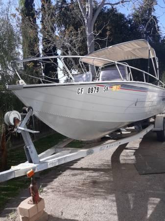 Photo Lowes aluminum fishing boat - $7,500 (Yucaipa)
