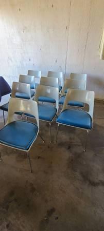 Photo Mid century fiberglass chairs - $80 (Apple Valley)