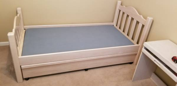 Photo Oak White Wash Style Bedroon Set Twin w Trundle, Desk, Dresser Drawer - $750 (Riverside)