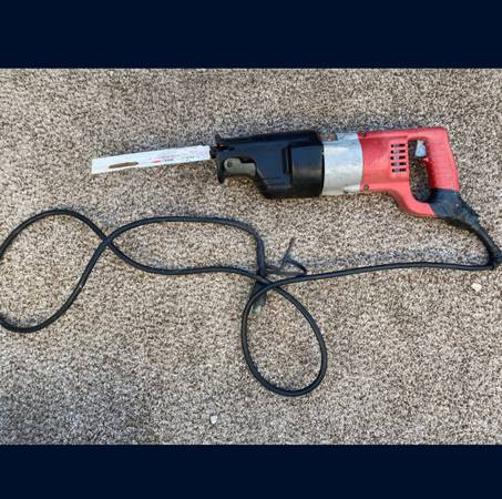 Photo PRICE DROP Black and Decker hedge trimmer - $30 (Rialto)