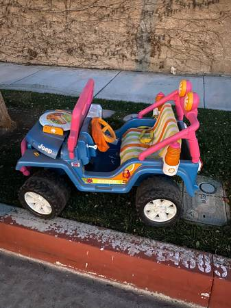 Photo Power wheels with no battery (Chino)