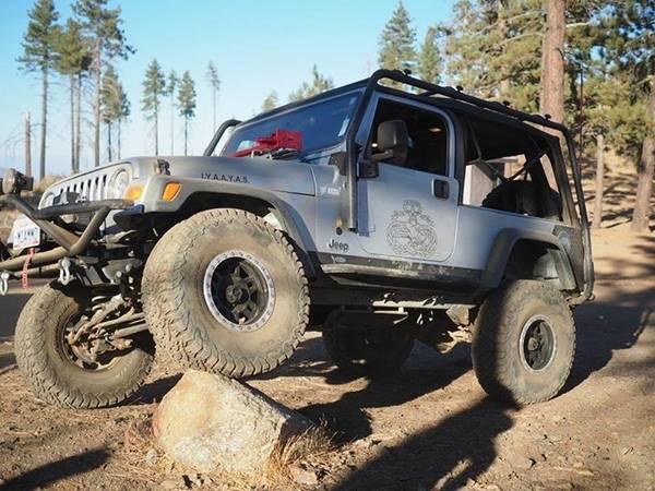 Photo RARE 2 door Unlimited Jeep Wrangler LJ - $13500 (Chino)