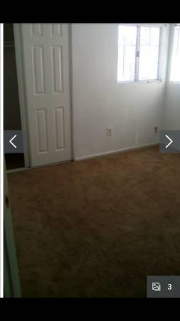 Photo Room for Rent. Female only. Utilities Included. Month to Month. (Moreno Valley)