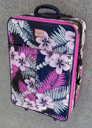 Photo Roxy Suitcase Pink and Black Hibiscus - $35 (RANCHO CUCAMONGA)